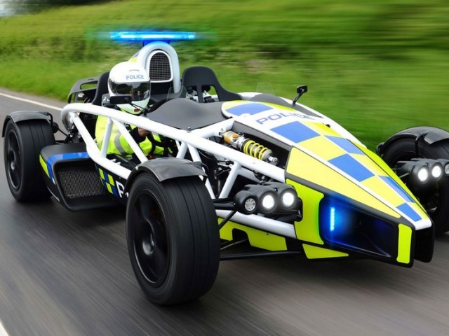 quand la police se met au volant de voitures de course. Black Bedroom Furniture Sets. Home Design Ideas