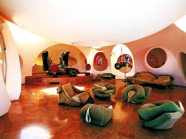 c te d 39 azur pierre cardin pr t c der son palais pour 200 millions. Black Bedroom Furniture Sets. Home Design Ideas