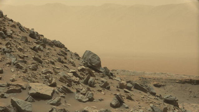"""This photo obtained from NASA shows a sloping hillside within the """"Murray Buttes"""" region of Mars on lower Mount Sharp. The image was taken on September 8, 2016, during the 1454th Martian day, or sol, of Curiosity's work on Mars.  HO / NASA/JPL-Caltech/MSSS / AFP"""