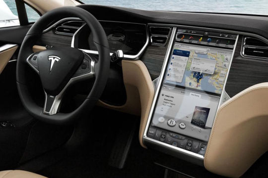 La volvo xc90 lue voiture la plus connect e de l 39 ann e for Interieur tesla model s