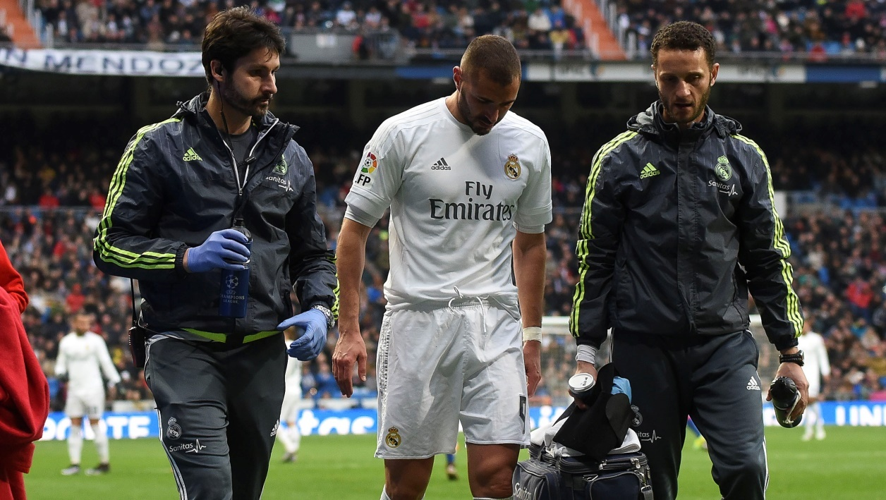 real madrid benzema absent deux trois semaines. Black Bedroom Furniture Sets. Home Design Ideas