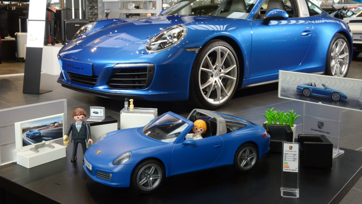 my playmobil is rich il roule en porsche. Black Bedroom Furniture Sets. Home Design Ideas