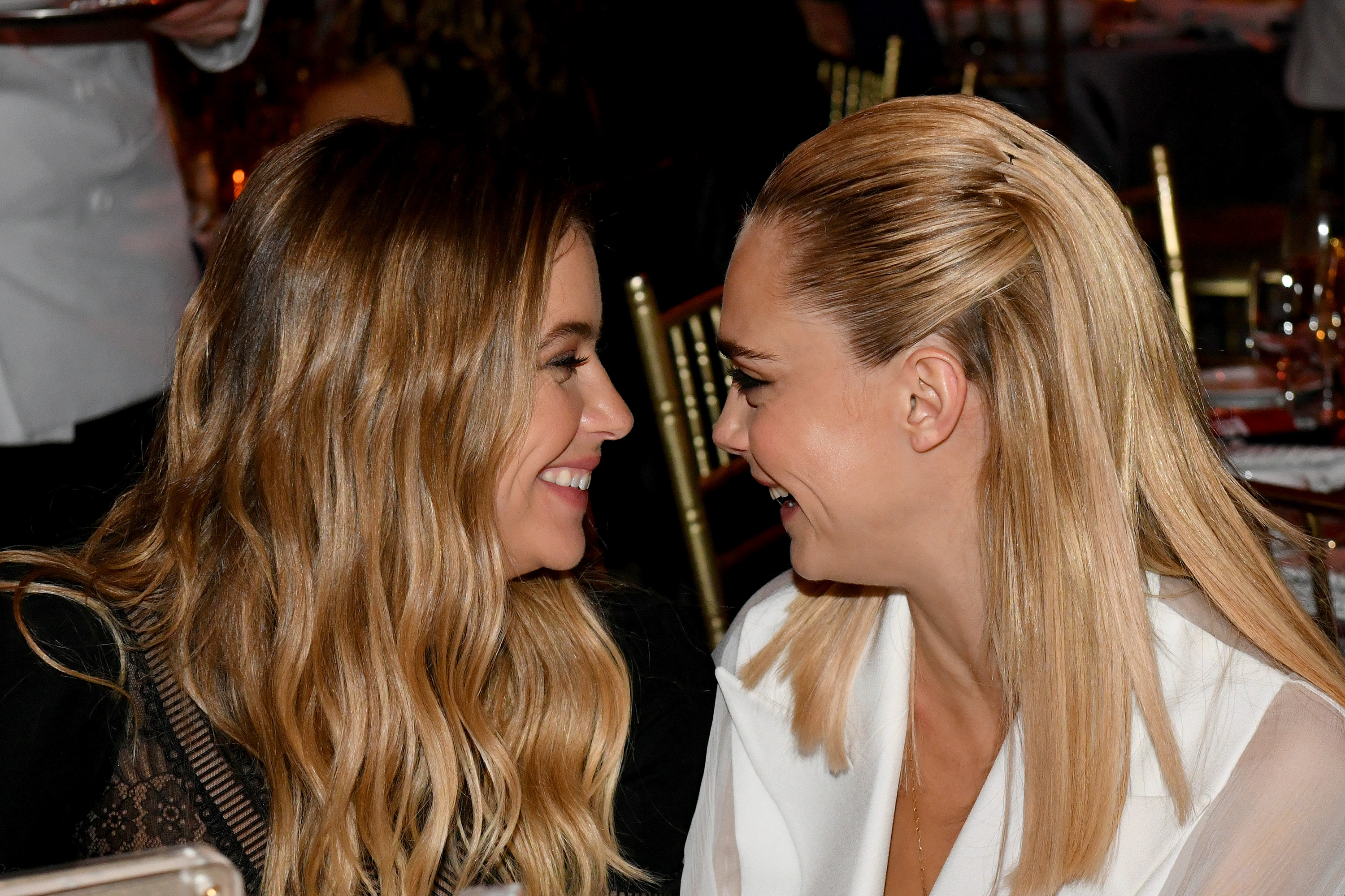 Cara Delevingne et Ashley Benson officialisent leur couple