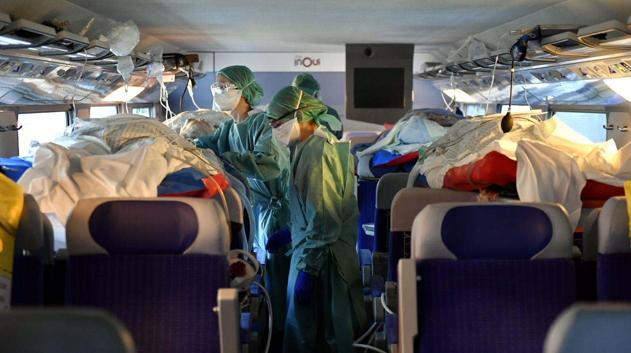 images of the transfers of patients from the Grand Est by medical trains