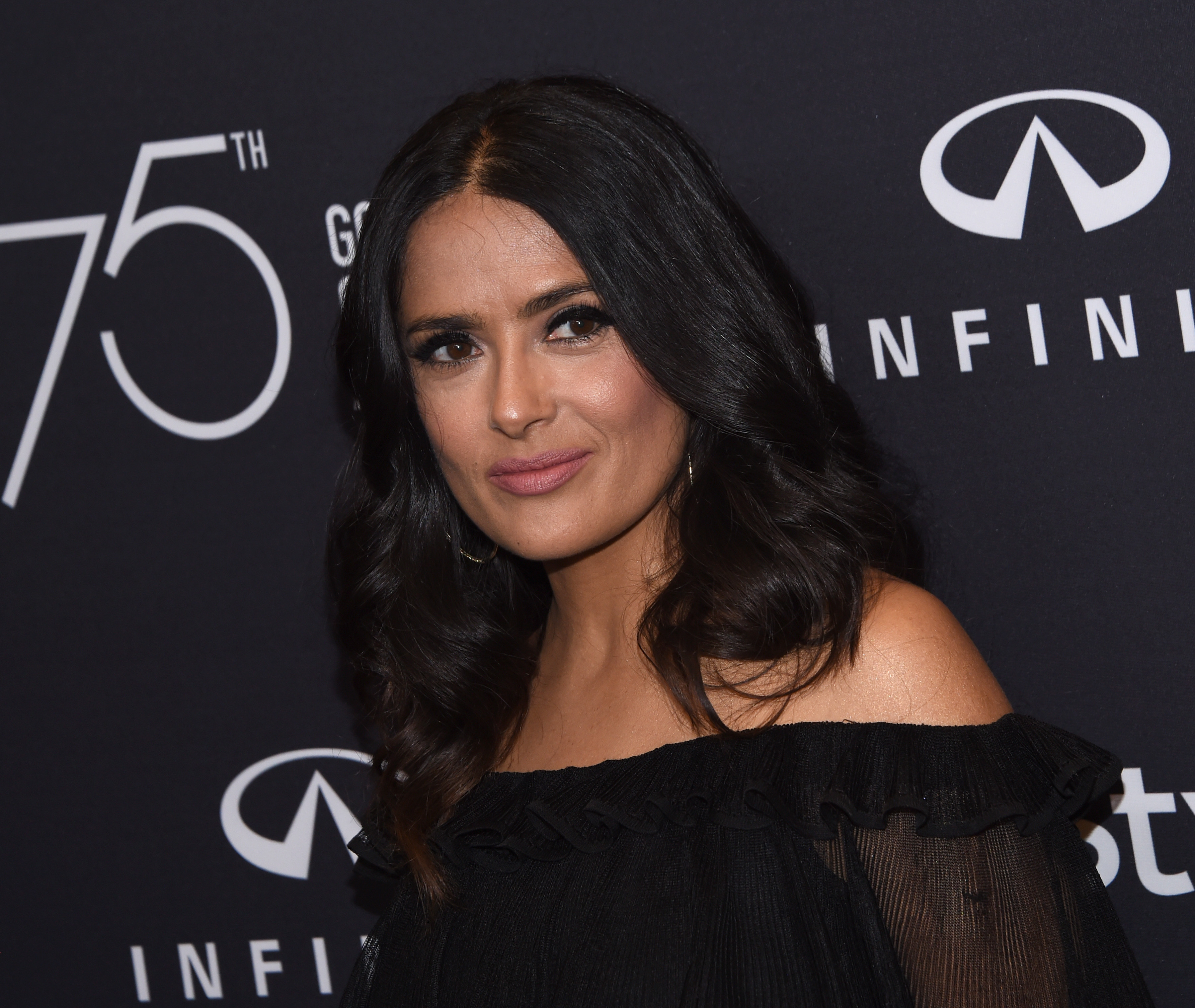 Harcèlement, humiliations, Salma Hayek raconte ses relations avec Harvey Weinstein
