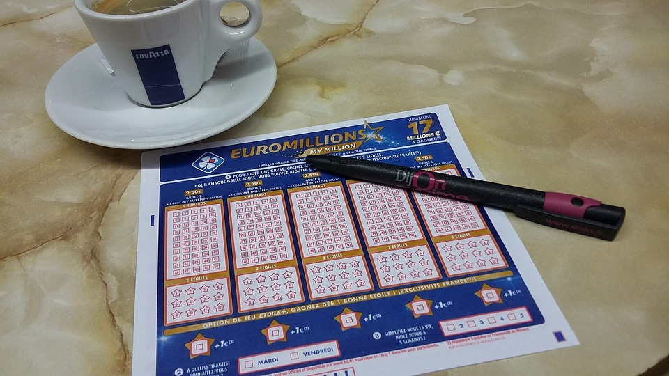 Elle retrouve un ticket de loto au fond de son sac et empoche 1 million d'euros